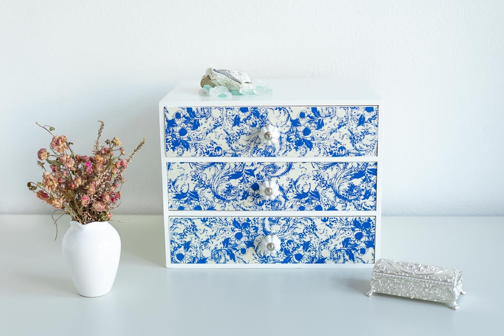 ikea kommode upcycling mit papier beklebt
