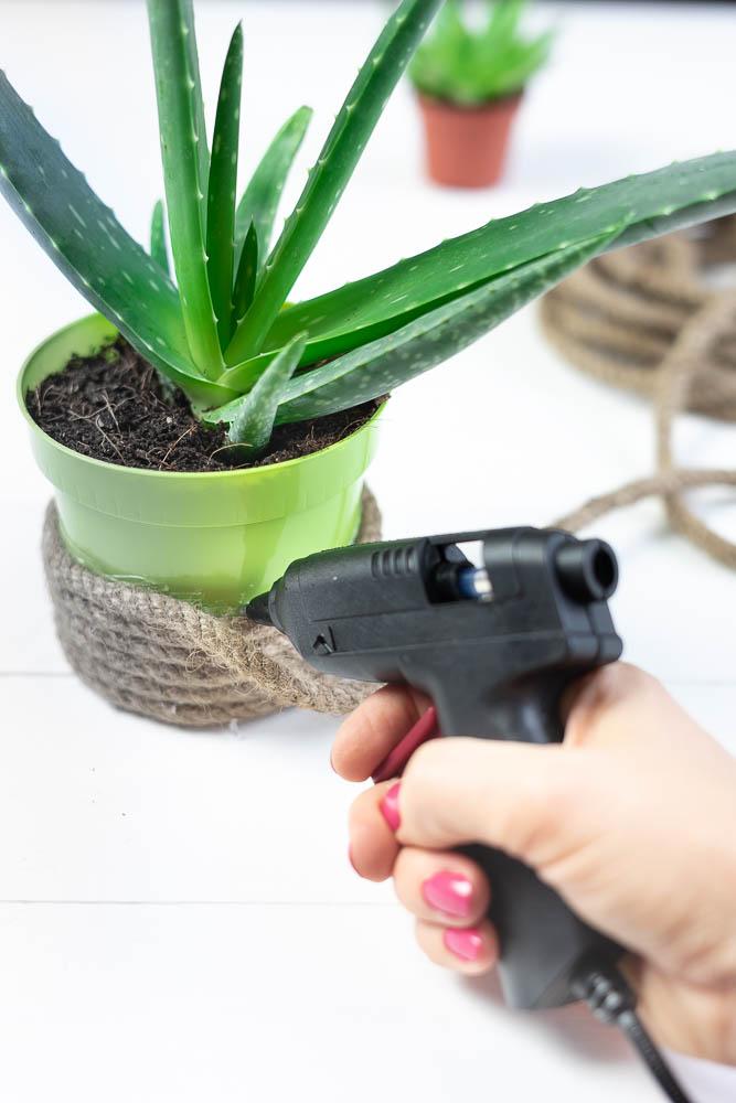 doy Blumentopf mit Hanfseil bekleben